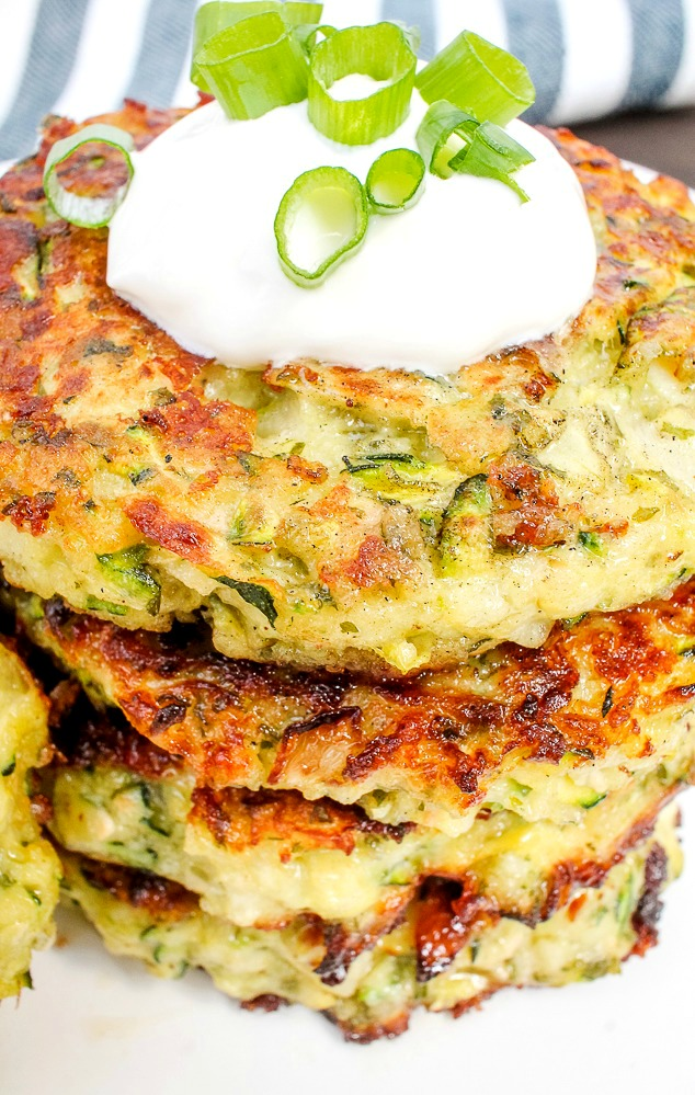 zucchini fritters with sour cream and green onions